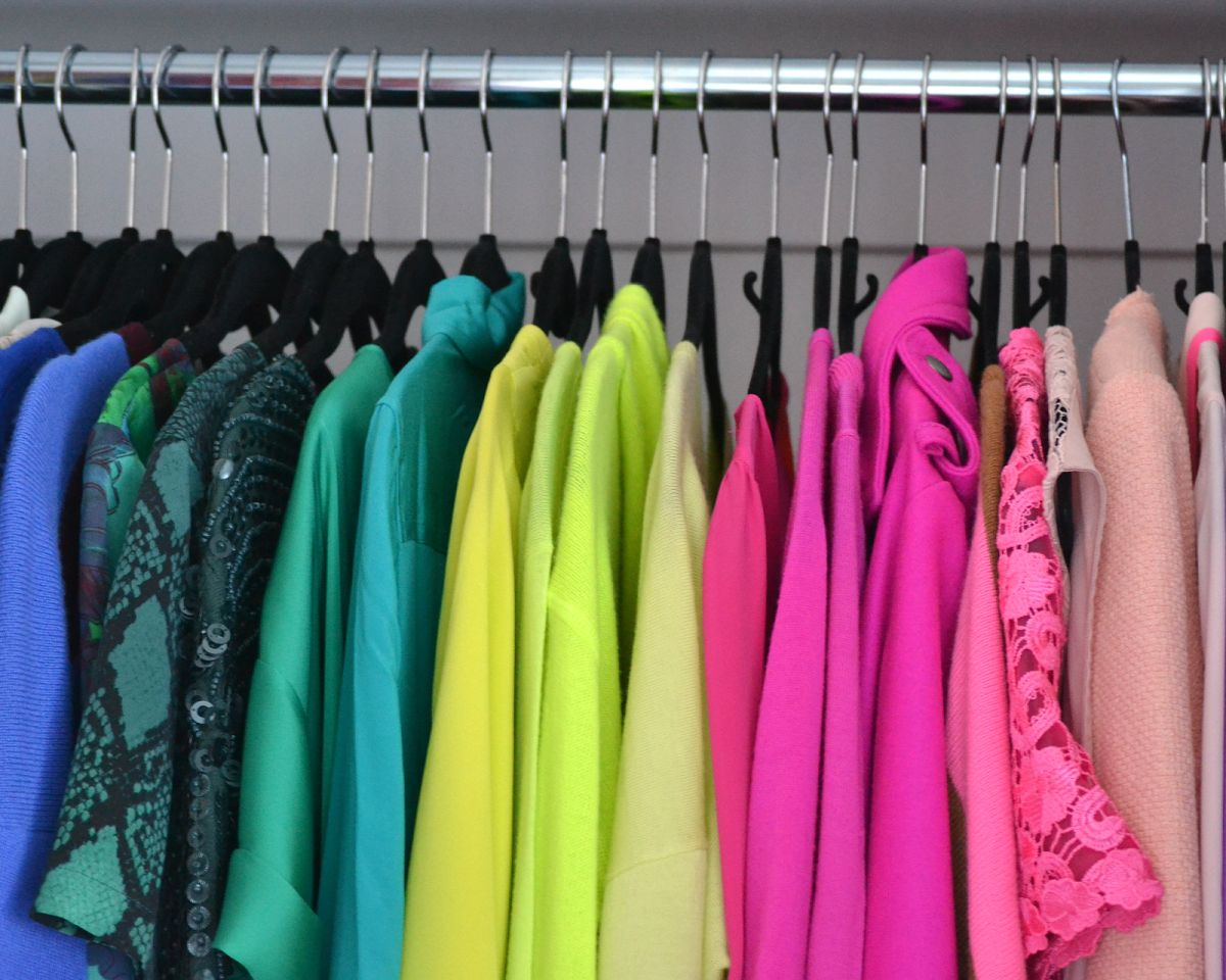 Ordinaire Closet Wardrobe Color Code Arrangement